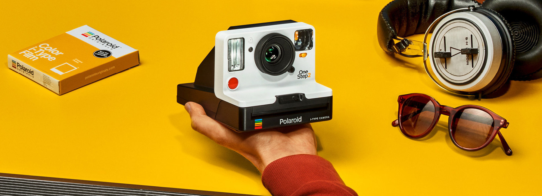 polaroid-onestep2-i-type-camera-designboom-header